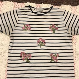 Size M shirt with flower details